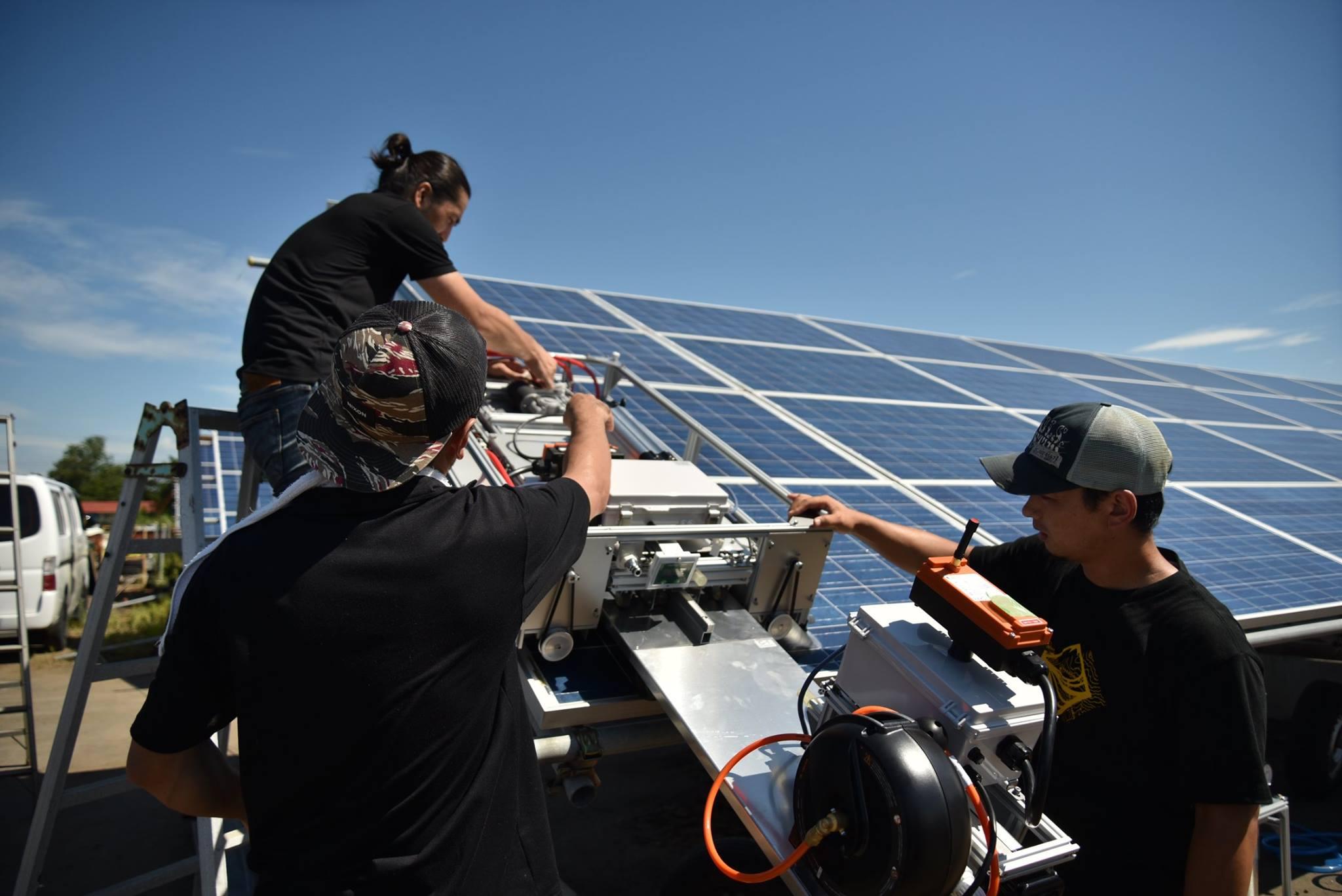 太陽光パネル清掃ロボットの試運転