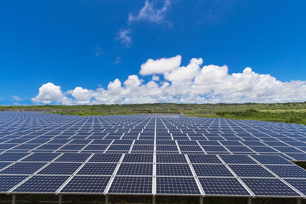 太陽光発電とは?発電の仕組みやメリットについて。